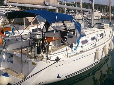Embarcation a voiles - Dufour 325 (CBM Realtime) - Pula - Istrie  - Croatie