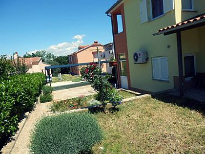 Appartements A1(3+3) Stinjan - Istrie