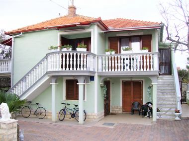 Appartements Mare - with terrace: A1(4+2) Pakostane - Riviera de Biograd