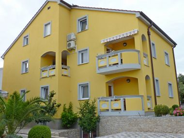 Appartements Amalia - family friendly with parking: A4(3+2) Megi, A3(2+2) Ariela, A2(2+2) Karin, A1(2+2) Luci Pakostane - Riviera de Biograd