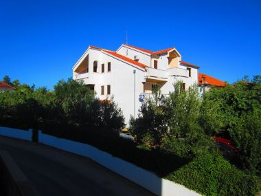 Appartements Ivan - near the beach; A1(4+1), A2(4+1) Turanj - Riviera de Biograd