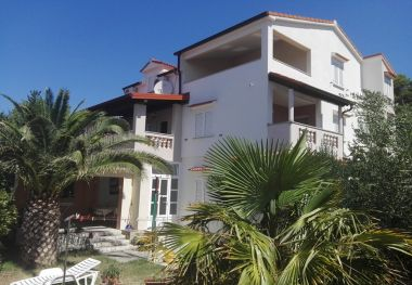 Appartements Lidija - family friendly & close to the sea: A1(4+1), B2(2+2), C3(2) Banjol - Île de Rab