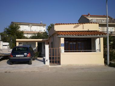 Appartements Vito - 10 m from sea: A1(4), A2(4) Brodarica - Riviera de Sibenik