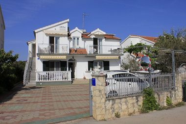 Appartements Vik - 250 m from beach A1(4+4), A2(3+2), A3(2+2), SA4(2) Brodarica - Riviera de Sibenik