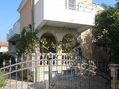 Appartements Anna - great location & family friendly: A1(4+1), A2(4+1), A3(4) Pirovac - Riviera de Sibenik