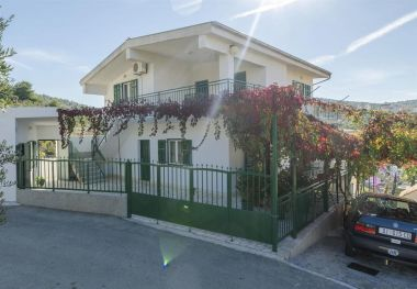 Appartements Neda - 150 M from pebble beach : A1(6), A2(4), SA3(2) Primosten - Riviera de Sibenik