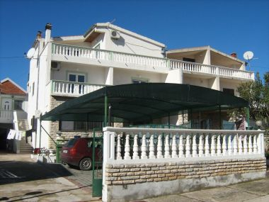 Appartements Malaga - comfortable and free parking A1(4+1), A2(4+1), SA3(2), SA4(2) Tribunj - Riviera de Sibenik