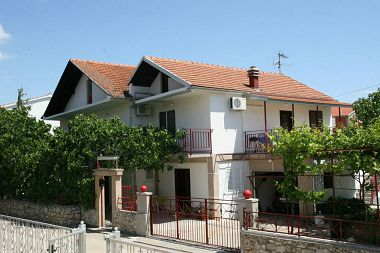 Appartements Marko - family apartments A1(4+1), A2(3+2) Vodice - Riviera de Sibenik