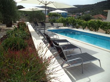 Appartements Mario - apartment with pool: A1(6+2) Marina - Riviera de Trogir