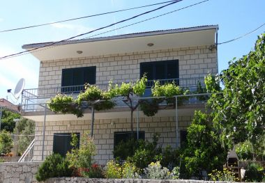 Appartements Pero - 70m from the sea: A1(6), A2(2) Marina - Riviera de Trogir