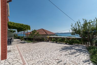 Appartements Vin - 40 m from sea: A1 (4+1), A2 (2+2), A3 (2+2) Seget Donji - Riviera de Trogir