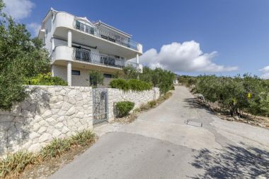 Appartements Mil - 80m from the sea A1(4+1), A2(2+2) Sevid - Riviera de Trogir