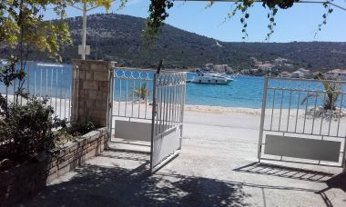 Appartements Srđan - 10 m from the beach : A1(6), A2(2+1), A3(4+1) Vinisce - Riviera de Trogir